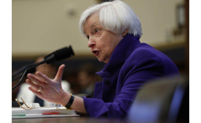 Yellen defiende las regulaciones bancarias