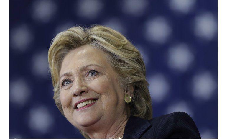 Clinton apela a mujeres y jóvenes; Trump a seguidores