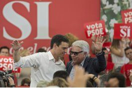 rebelion contra lider socialista espanol abre crisis interna