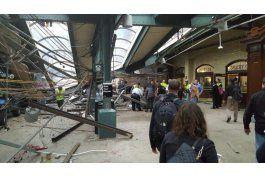 tren de pasajeros choca contra una estacion en nueva jersey