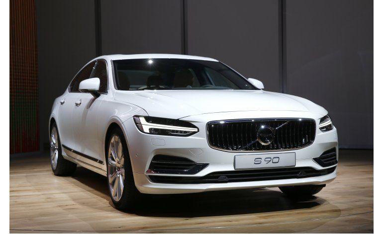 Volvo retira 127.000 autos por falla en aire acondicionado