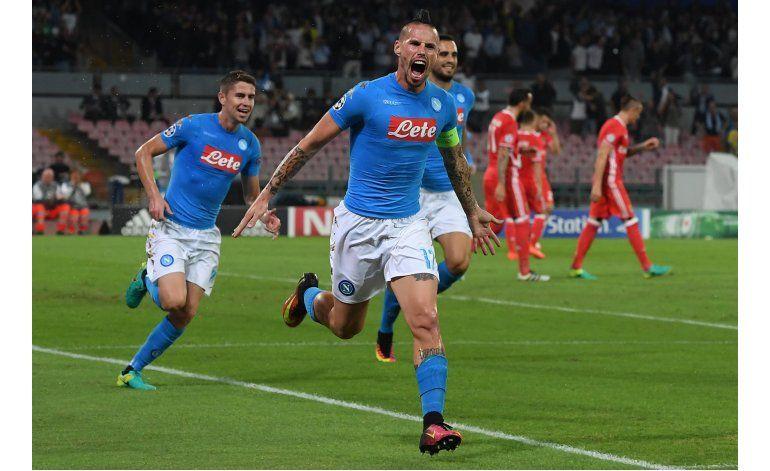 Napoli trata de salirse de la sombra de Maradona