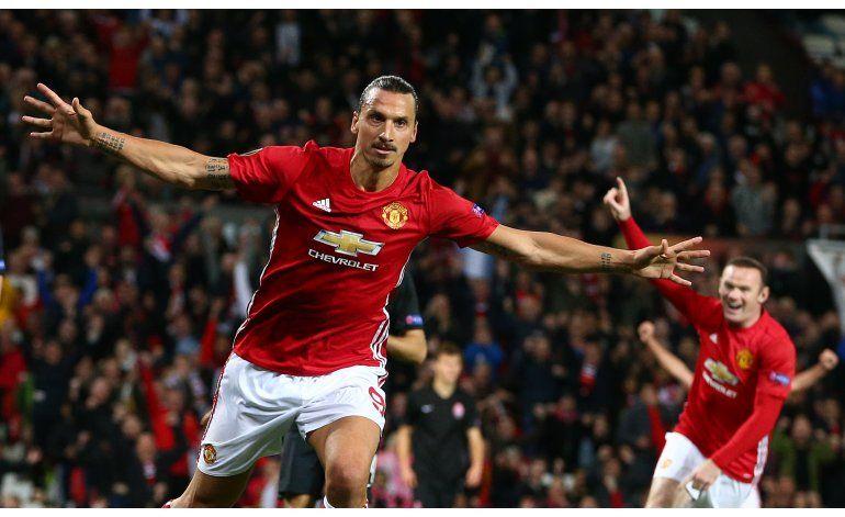Man United gana tras ingreso de Rooney, Inter cae otra vez