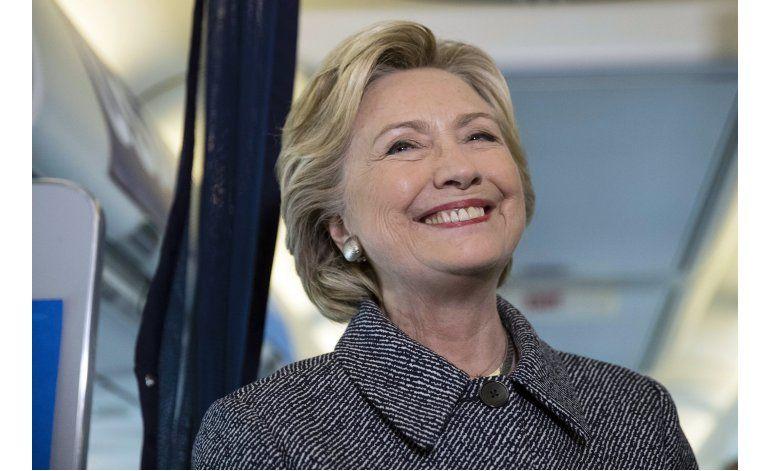 Pese a riesgos, Trump arremete contra pasado de Bill Clinton