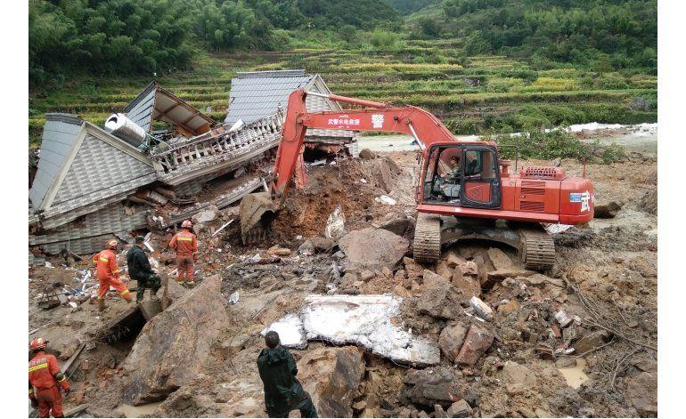 China reporta 6 muertos por deslaves tras paso de tifón