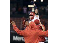 con polemico doble de molina, cardenales vencen a rojos