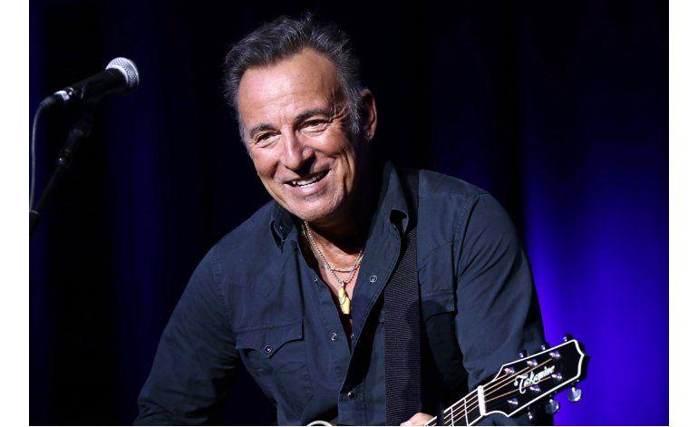 Springsteen firma nota de ausencia a escolar en Filadelfia