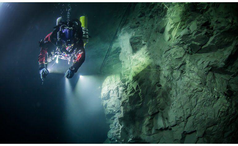Hallan cueva subacuática más profunda del mundo
