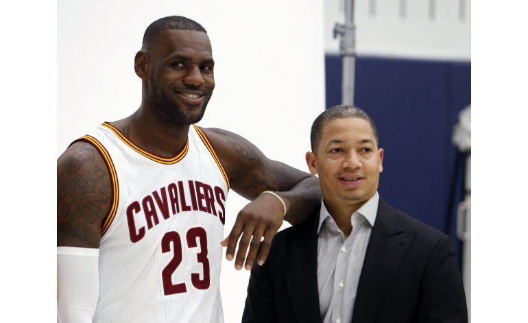 LeBron presiona a los Cavs para firmar a J.R. Smith