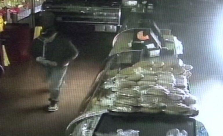 Buscan al hombre que robó más de 8 mil dólares en una popular panadería de Hialeah