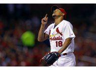 cardenales blanquean a piratas, siguen en lucha por comodin