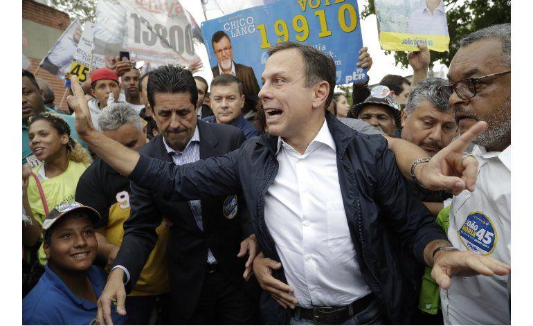 Furiosos, muchos brasileños buscan cambiar el orden político