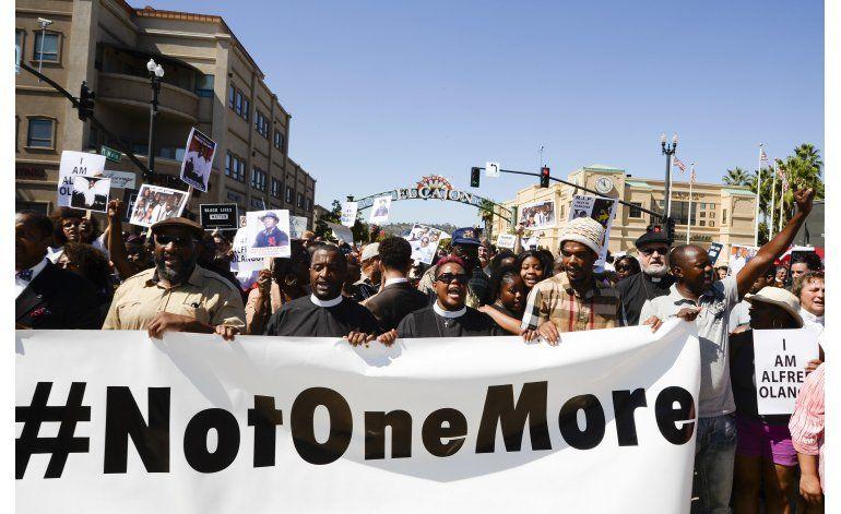 California: Marchan en recuerdo de negro muerto por policía