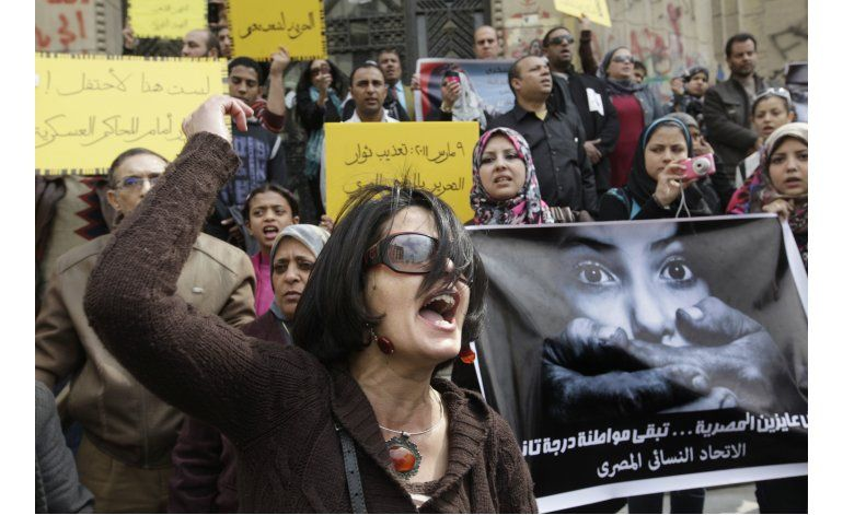 Señalan a legislador egipcio por pedir pruebas de virginidad