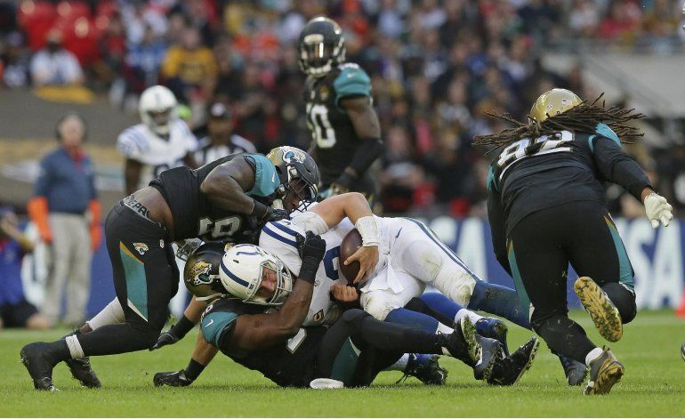 Jaguars ganan en Londres tras resistir remontada de Colts
