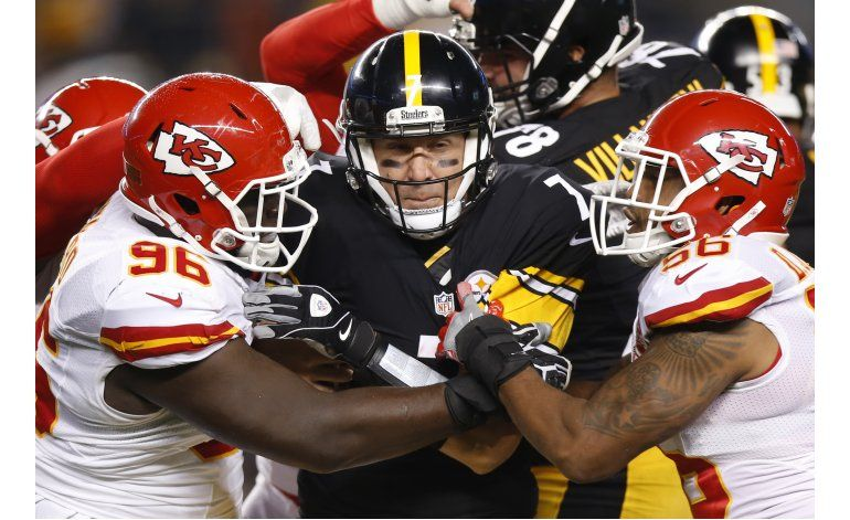 Steelers ganan 43-14 a Chiefs con 5 pases de Roethlisberger
