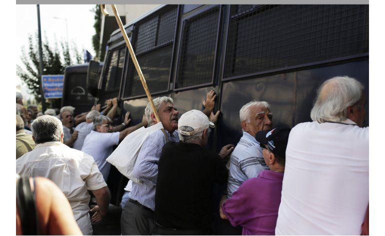 Grecia: emplean aerosol pimienta contra jubilados en marcha