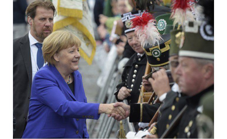 Ultraderecha denuncia a Merkel en día de unificación alemana