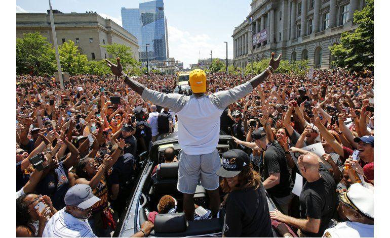 LeBron James muestra su apoyo a Hillary Clinton
