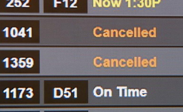 Huracán Matthew obliga a cancelar algunos vuelos en el Aeropuerto Internacional de Miami