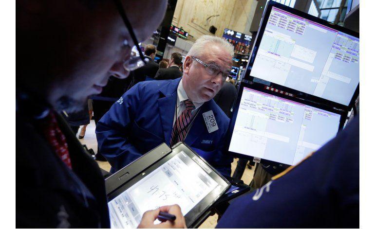 Wall Street cierra en baja al caer los bienes raíces