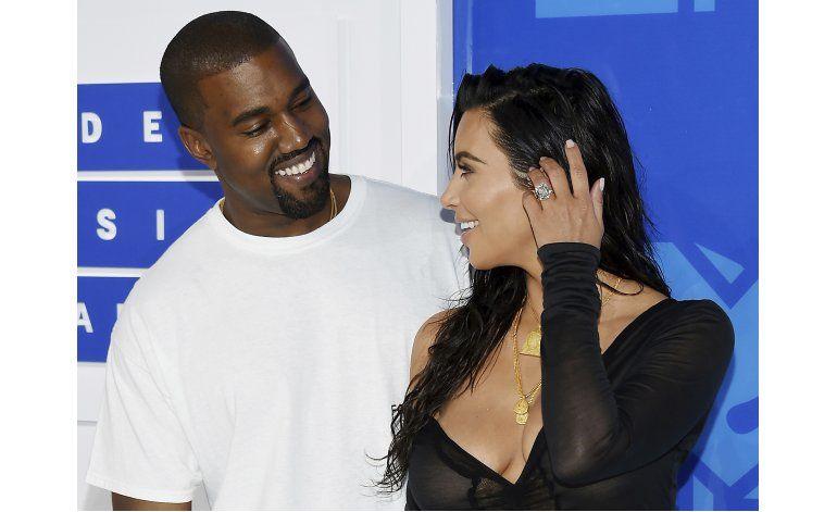 Kanye pospone conciertos tras robo a Kim Kardashian en París