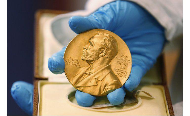 Tres ganan Nobel física por estados extraños de la materia