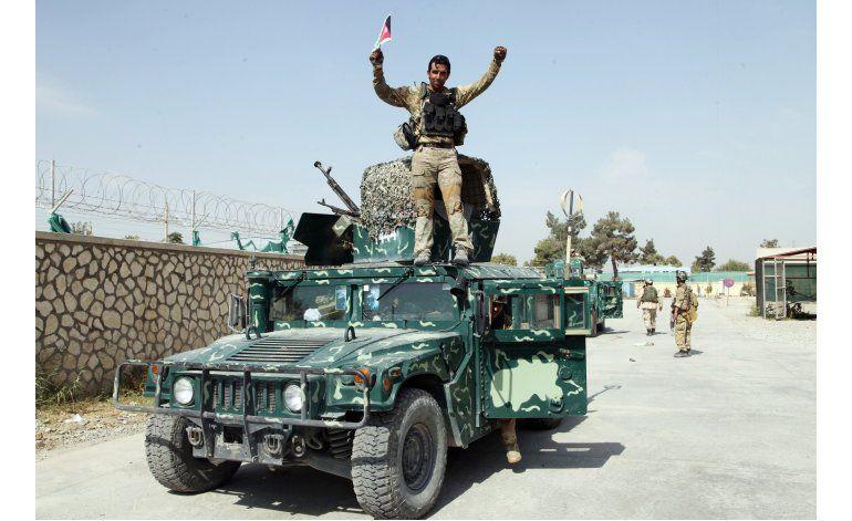Fuerzas afganas siguen combatiendo a talibanes en Kunduz