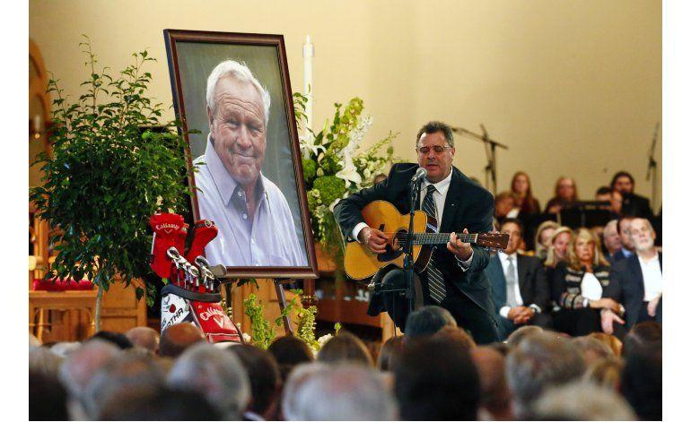 Miles se reúnen para despedirse de Arnold Palmer
