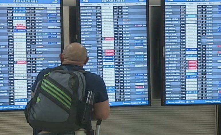 Mathew azota  el caribe y hay decenas de vuelos afectados