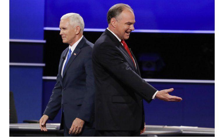 Pence mantiene la calma, evita defender a Trump en debate