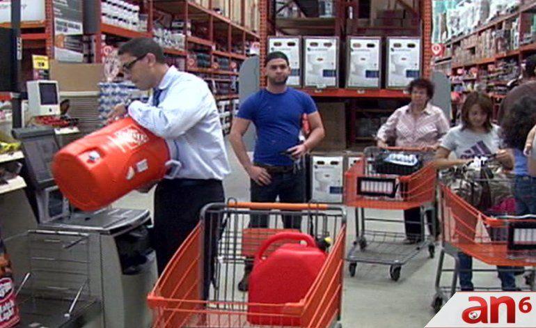 Residentes de Miami Dade y Broward se preparan para el embate del huracán Matthew