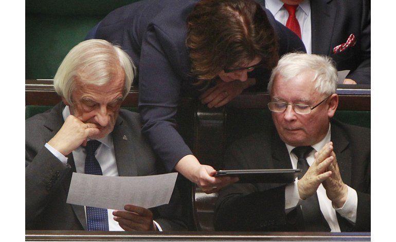 Legisladores polacos rechazan polémico veto total al aborto