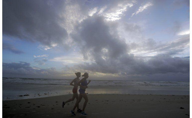 Huracán Matthew se acerca peligrosamente a Florida