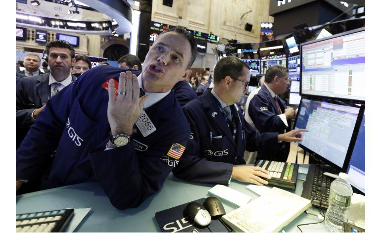 Wall Street cierra mixto; Twitter cae 20%