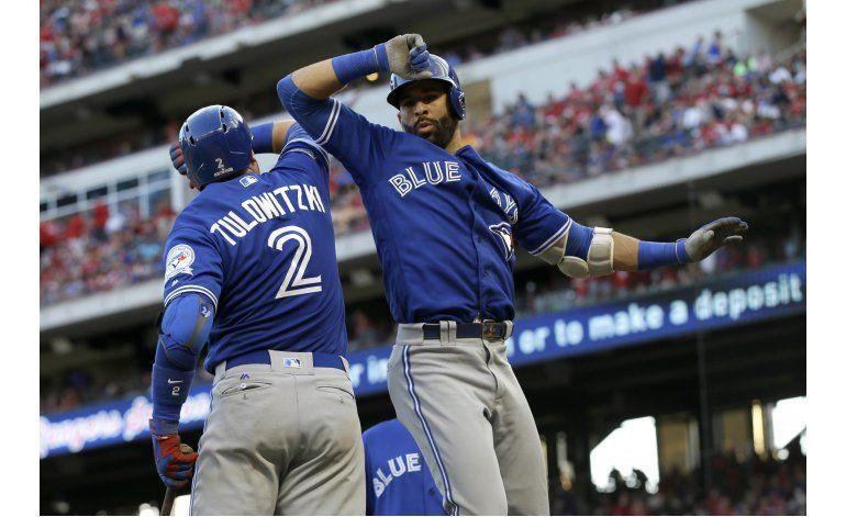 Estrada y Bautista brillan; Azulejos vencen a Rangers