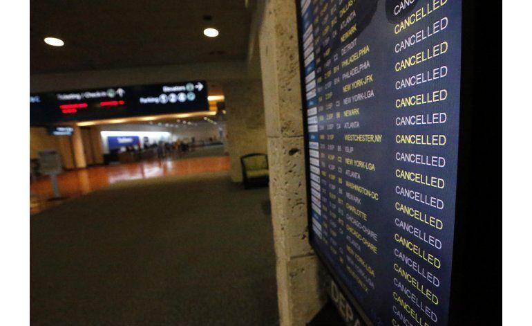 Cancelan cientos de vuelos en EEUU por llegada de Matthew