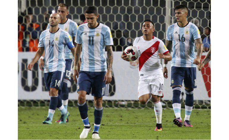Sin Messi, Argentina empata 2-2 con Perú