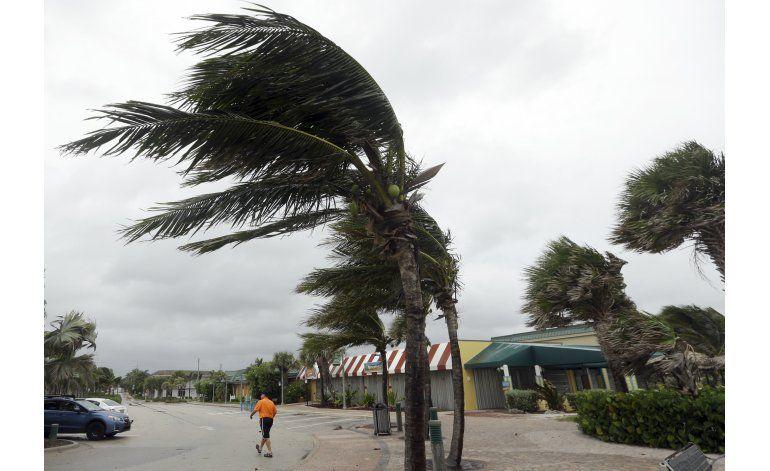 Matthew llega a Florida, inicia senda por costa este de EEUU