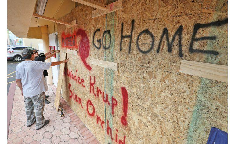 Florida: Pareja decidida a casarse en playa pese a Matthew