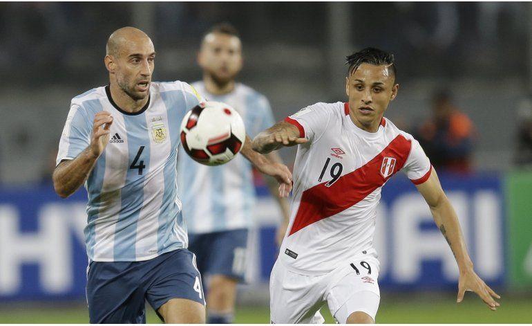Argentina cita a  Maidana  por tres bajas por suspensión