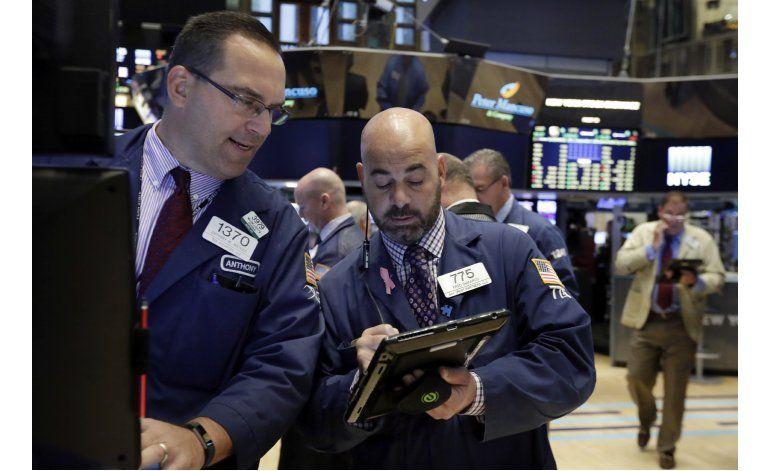 Wall Street cierran a la baja, coronando semana de pérdidas