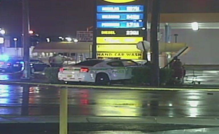 Accidente entre vehículo y una patrulla de la policía de Miami Dade deja a varias personas en estado crítico