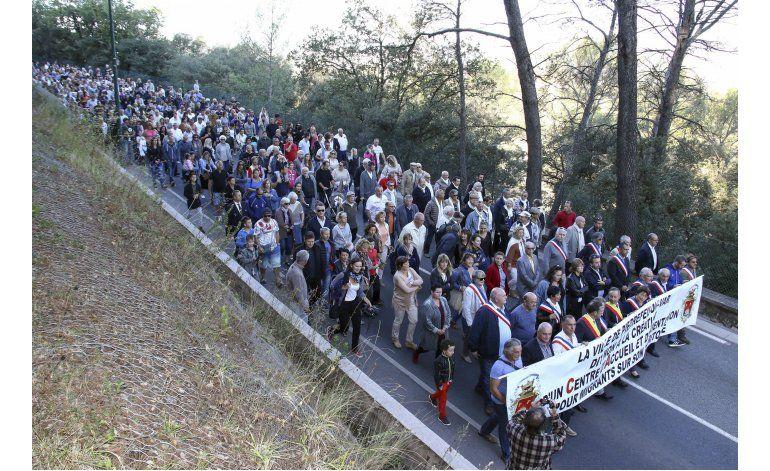 Francia: pueblos en contra de aceptar migrantes de Calais