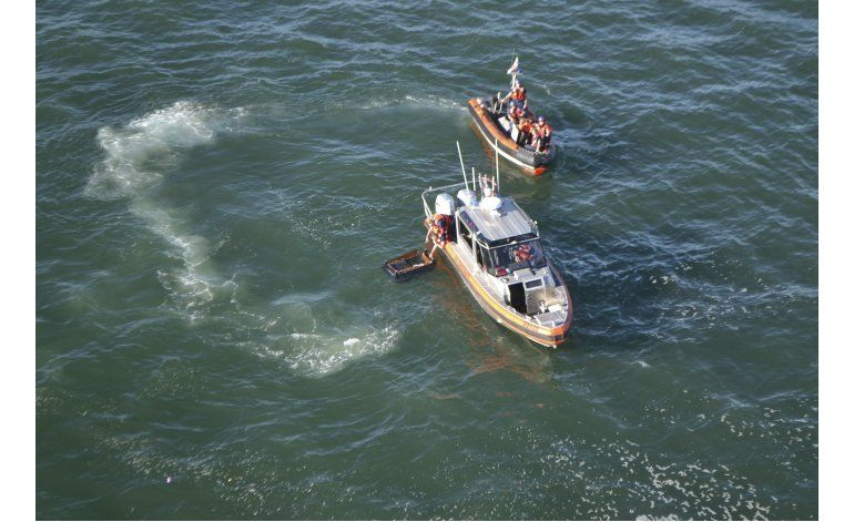 Reviven a niño tras naufragio de velero en California