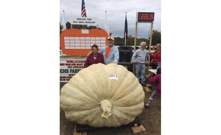 Calabaza de 866 kilos gana concurso en EEUU
