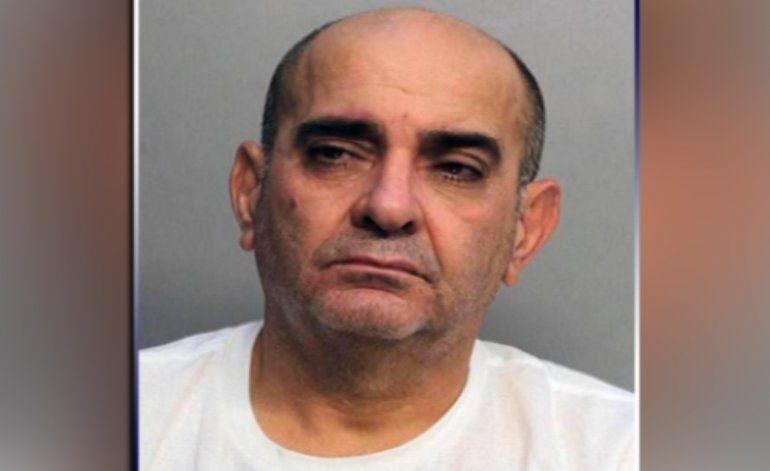 Se presentó en corte el hombre de origen cubano acusado de asesinar a puñalada sus padres en su casa de Kendall