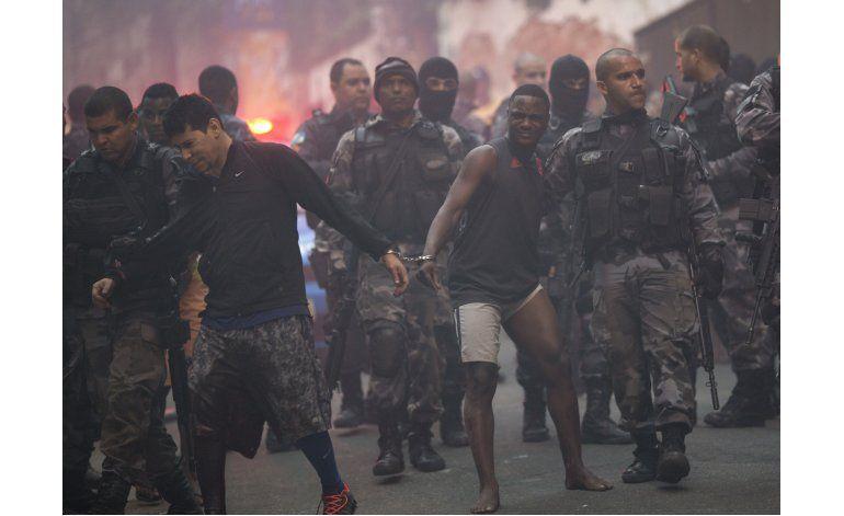 Tiroteo entre policías y delincuentes deja 3 muertos en Río