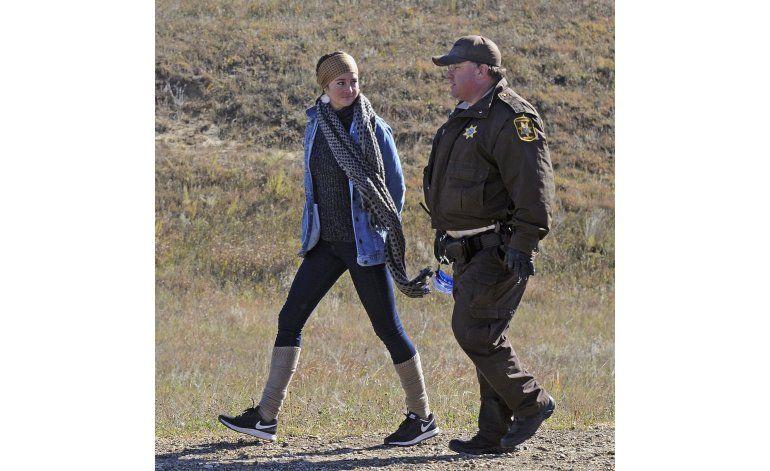 Shailene Woodley protesta oleoducto, transmite su arresto