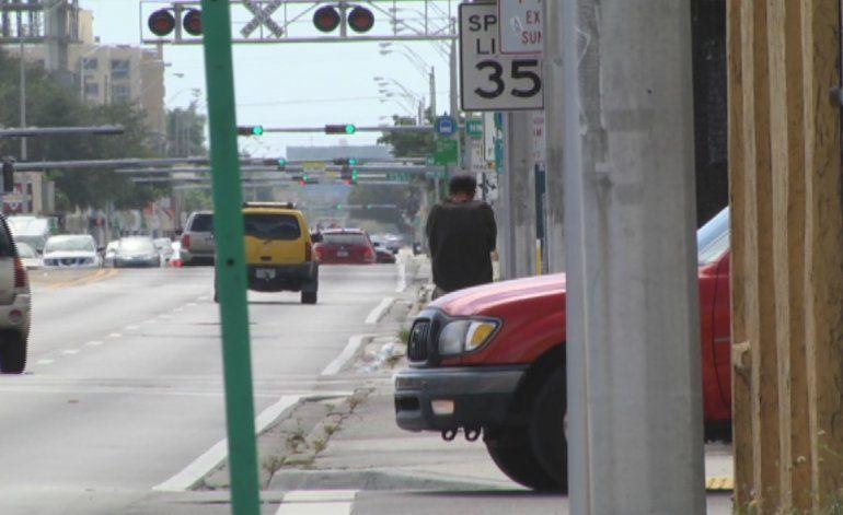 Encuentran pareja inconsciente en un automóvil en el noroeste de Miami